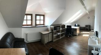 Jedna místnost o celkové ploše 28 m2
